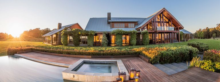 spicers retreats, peak lodge, helicopters, brisbane helicopter tours, helicopter scenics, peak lodge helicopter